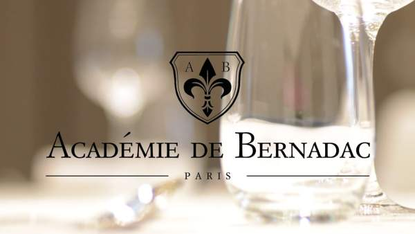 académie de bernadac savoir-vivre français enseigné en Chine protocole étiquette bonnes manières usage code leçon chine chinois mondanité