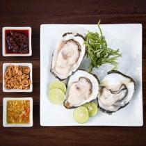 comment manger les huîtres comment manger les huîtres oyster how to eat manuel savoir-vivre bonnes manières politesse étiquette atrs de la table nadine de rothschild protocole coach spécialiste international lady gentleman restaurant