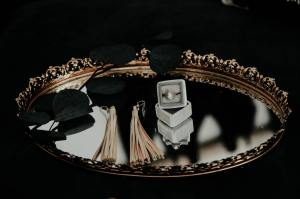 bijoux 5 protocole élégance etiquette usages code règles étiquette expert chic quel doigt combien de bijoux femme lady