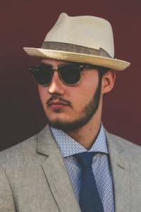 où ôter son chapeau 2 où ôter son chapeau gentleman protocole savoir-vivre étiquette bonnes manières salutation homme