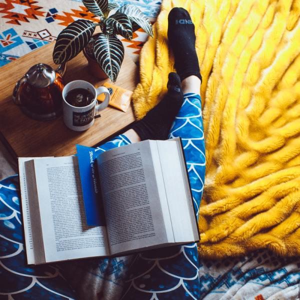 offrir un livre Est-il convenable d'offrir un livre que l'on n'a pas lu ? protocole étiquette bonnes manières noel cadeau