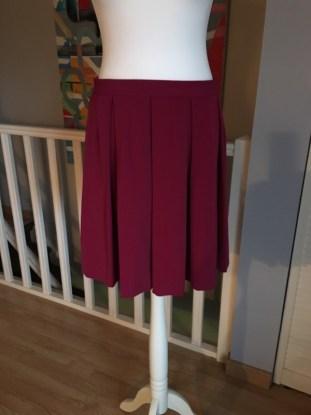 jupe 9 jupe 7 jupe 6 jupe 4 jupe 3 jupe 2 jupe 1 jupe midi comment s'habiller comme une lady femme élégance décence pas cher minimalisme kate middleton robe rouge prix bas etiquette occasion multicouleur ensemble rose