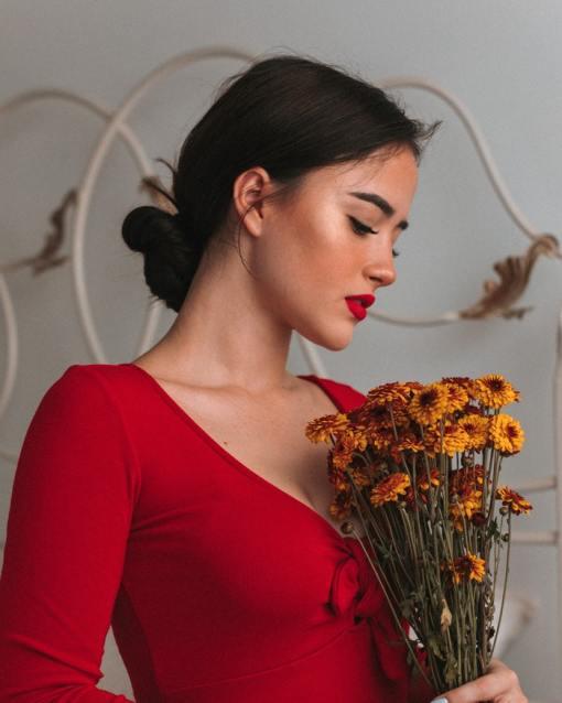 robe rouge 18 robe 2 Comment s'habiller pour la St Valentin sans tomber dans le sexy ? décence élégance féminité formation guide