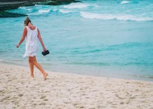 couvrir son maillot de bain plage femme