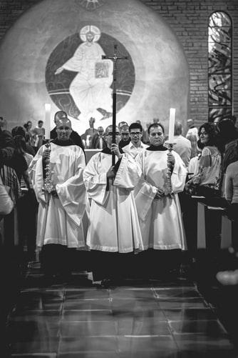 Comment se comporter à l'église ? autrefois aujourd'hui savoir-vivre bonnes manières enfants à la messe