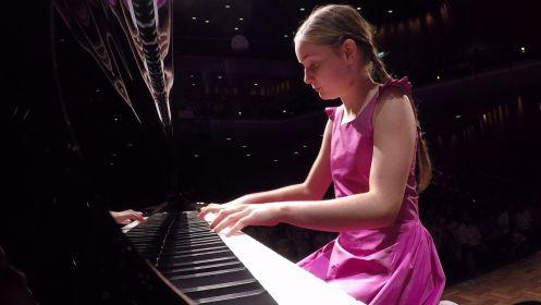 Alma Deutscher – Lady compositrice : exemple réel d'une jeune Lady des temps modernes