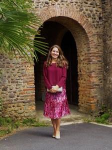 porter du blanc en été comment s' habiller en été avec élégance décence et féminité bonnes manières étiquette motif fleurs grâce rose