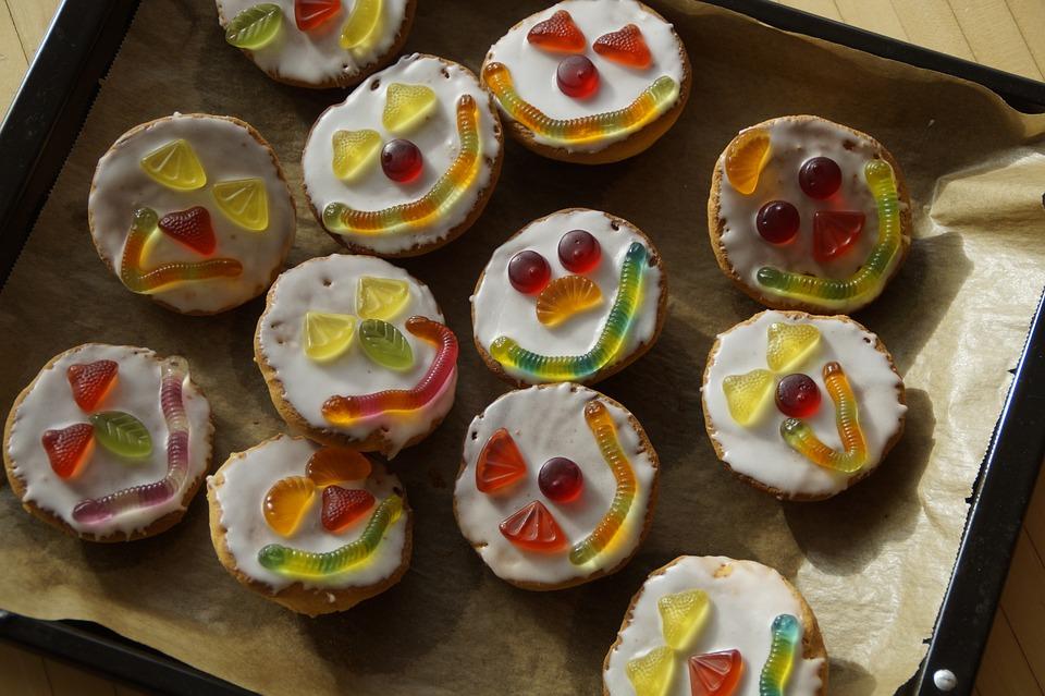 gâteaux décorés de sourire.