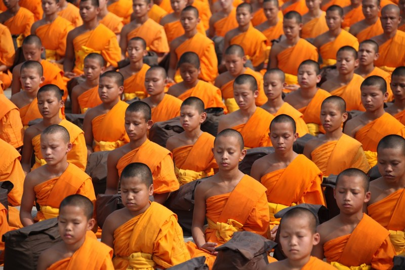 Jeunes moines bouddhistes en Thaïlande