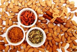 Perte de poids efficace grâce à des en-cas sains comme des fruits secs, oléagineux, fruits à croquer