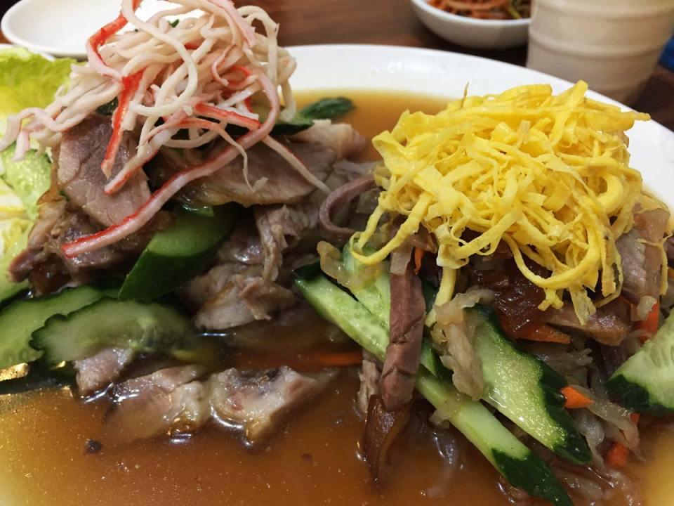 aliment coréen excentrique - pieds de cochon et la salade de meduse