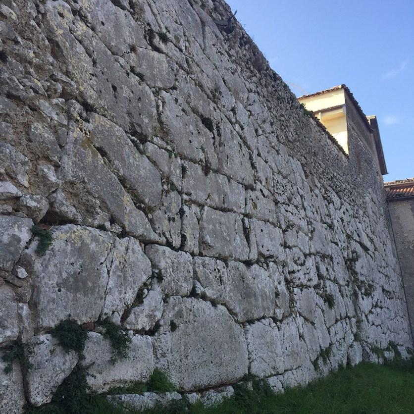 Acropoli e Mura Ciclopiche
