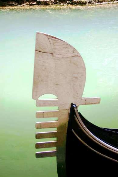 Le gondole, agile e leggere, sono una delle caratteristiche dell'incantevole Venezia.