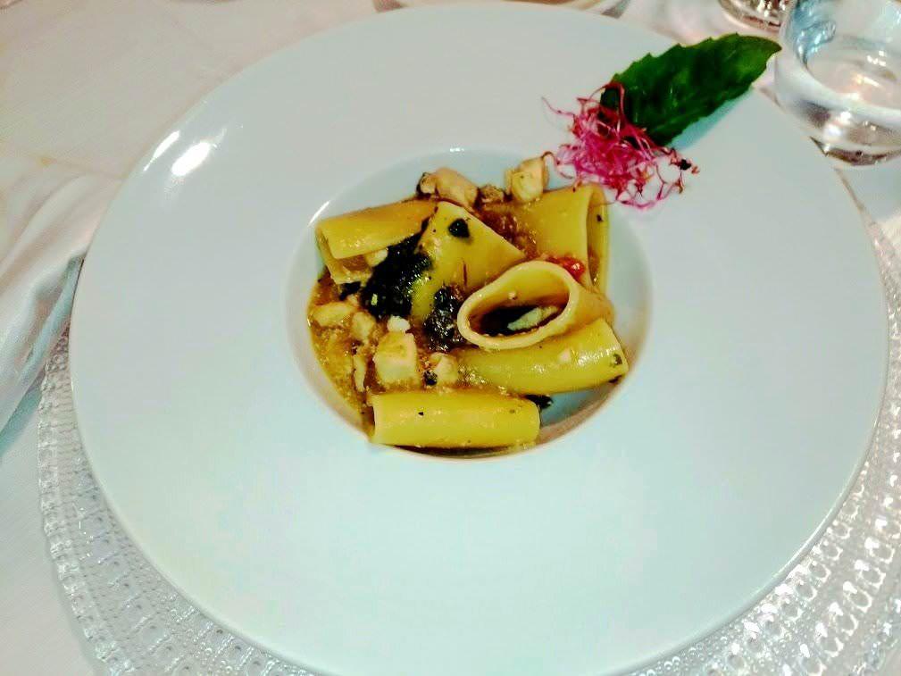 Menu del giovedì paccheri Elianto, frittata e insalata