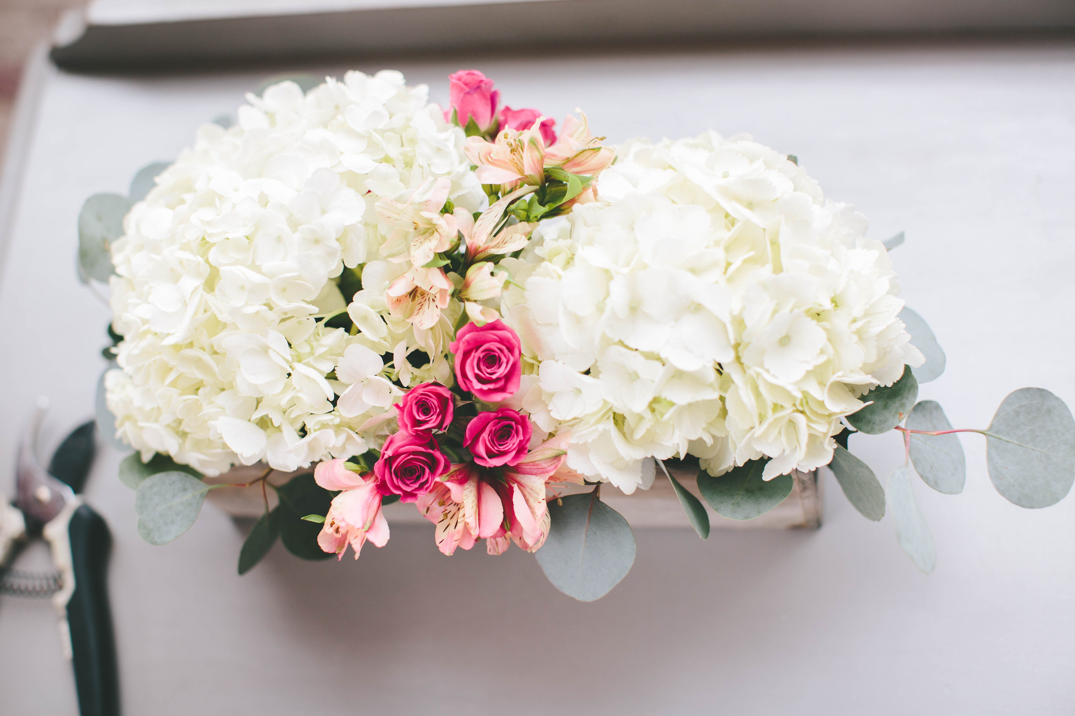 How To A Modern DIY Hydrangea Centerpiece That Anyone Can Make  A Practical Wedding