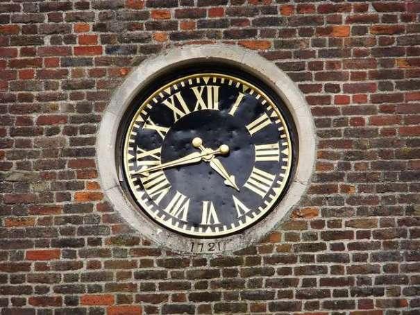 a public clock by oatsy40
