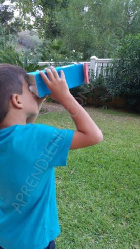 telescopio casero para ver constalaciones. Manualidad para niños con brick de leche