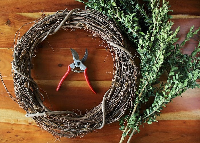 How to Make a Boxwood Wreath - materials.
