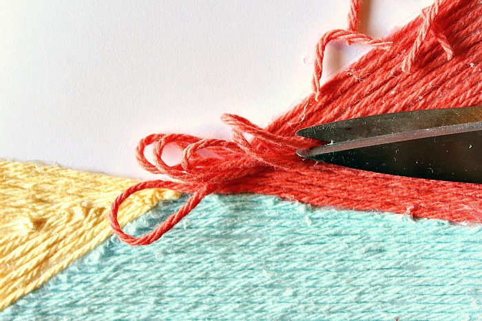 cutting yarn inside colour block