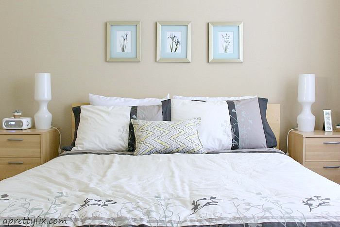 Throw blankets and pillows in your bedroom, make it look more cozy and stylish.