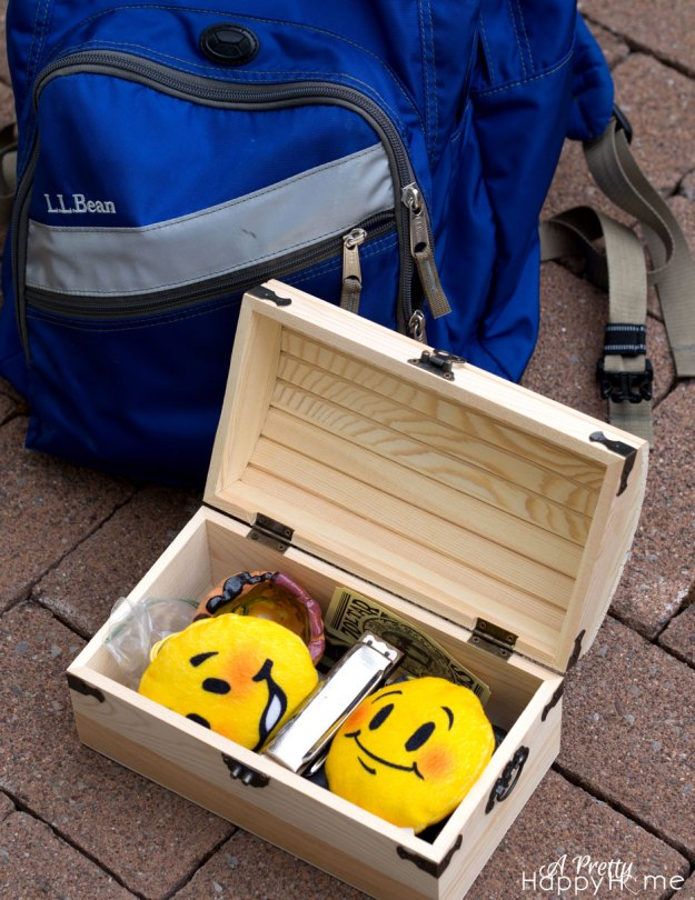 emoji-and-backpack