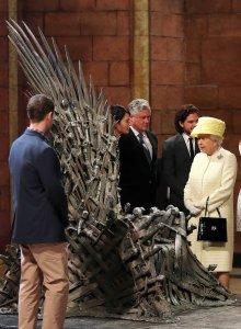 Queen-Elizabeth-II-Visits-Game-Thrones-Set (6)