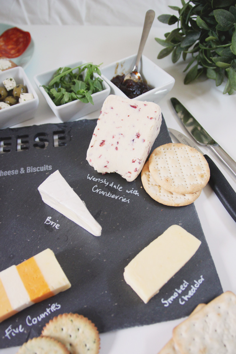 How To Create the Perfect Cheeseboard