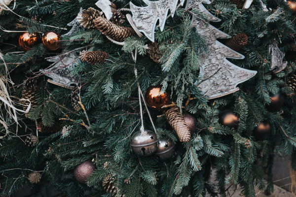 5 Christmas Contradictions that I Literally Made a Song and Dance About