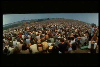 Multitud en Woodstock (Jhon Dominis)