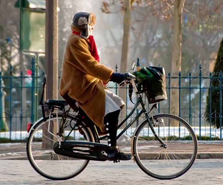 Cycliste_à_place_d'Italie-Paris_crop