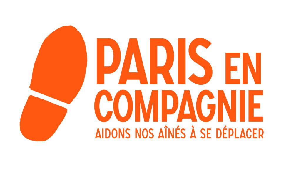 """Logo orange de Paris en Compagnie - Empreinte de chaussure et slogan """"aidons nos aînés à se déplacer"""""""
