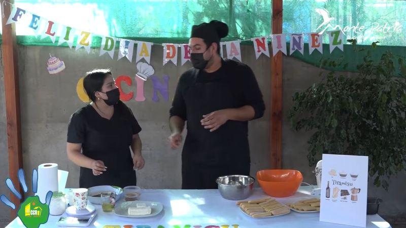 Funcionarios del Centro Comunitario de Rehabilitación celebran el día del niño al ritmo de TikTok