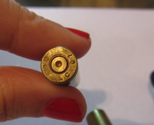 Cápsula de bala 5,56, de fuzil, fabricada nos EUA. Foto: Natalia Viana/Agência Pública