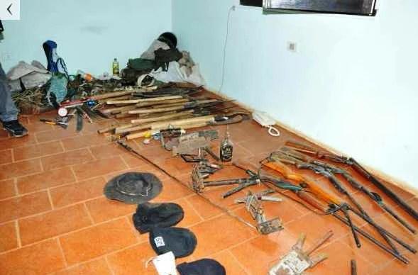 exibição das armas apreendidas pela polícia