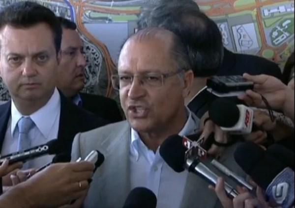 """""""Quem não reagiu está vivo"""", diz o governador Geraldo Alckmin a repórteres"""