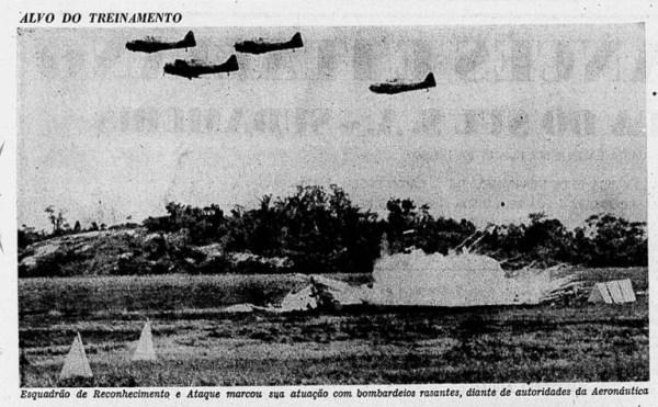 Demonstração Aérea - 2 FAT - com bombas de Napalm (1)