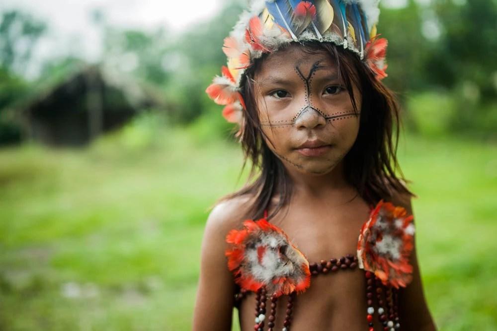 Jovens e crianças ficam ansiosos para participar dos rituais de canto e dança. Eles só falam em Munduruku entre si. Foto: Marcio Isensee e Sá