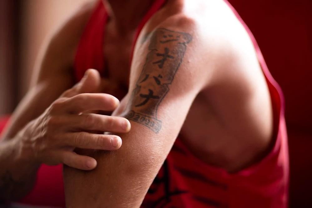 Francisco teve sua tatuagem confundida com a de sequestrador e passou dois meses preso / Foto: José Silva