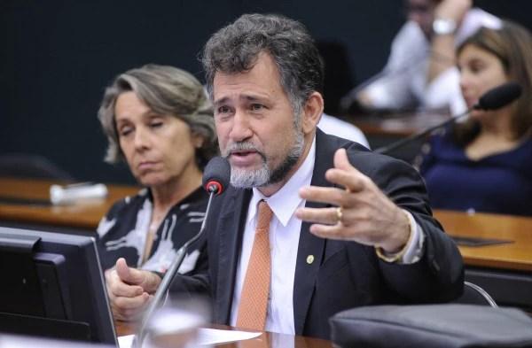 O deputado Zé Geraldo (PT-PA) errou ao dizer que perícia concluiu que Dilma não cometeu crime