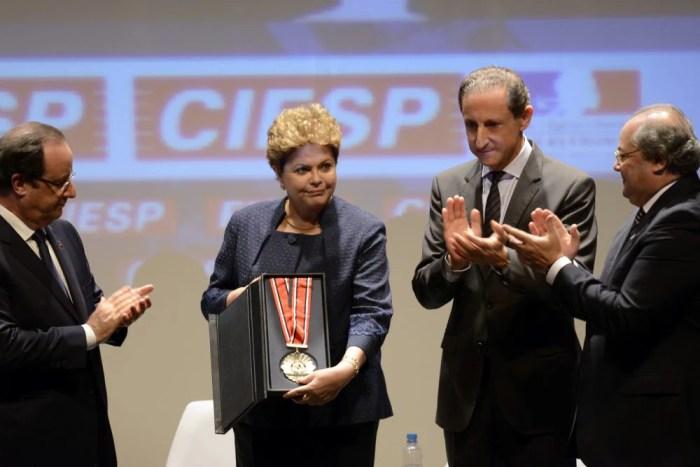 Paulo Skaf se tornou um dos principais articuladores do impeachment de Dilma Rousseff. Na foto, ele a aplaude durante o Encontro Econômico Franco-Brasileiro, em 2013, na sede da Fiesp (Foto: Fiesp)