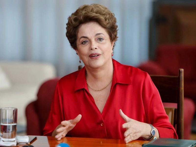 A presidente Dilma Rousseff, durante entrevista para agências internacionais no Palácio da Alvorada