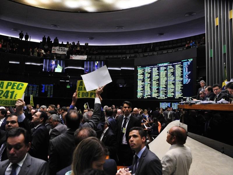 Primeira votação da PEC 241 no plenário da Câmara dos Deputados, em 10 de agosto