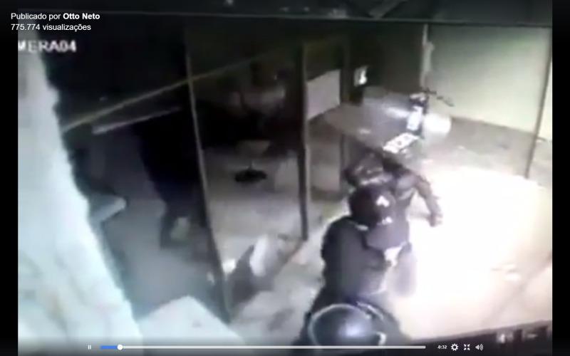 Vídeo falso mostra policiais quebrando vidros em Brasília.
