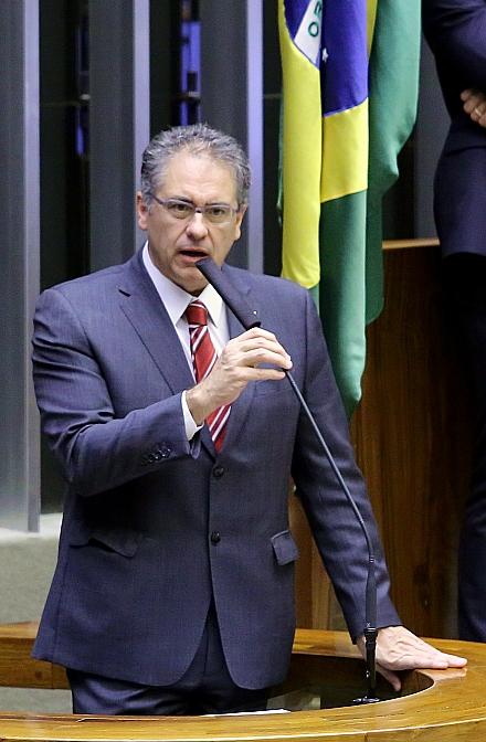 O deputado federal Carlos Zarattini (PT-SP), em discurso na Câmara