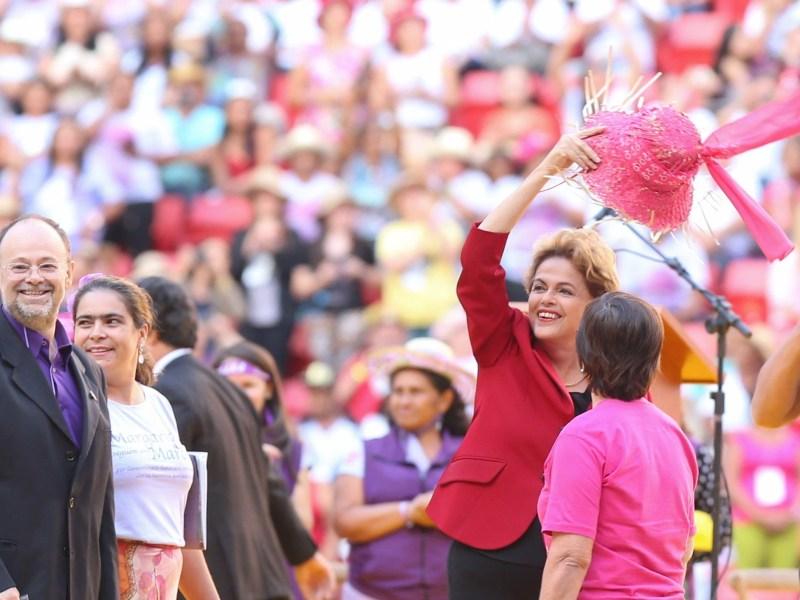 A presidente Dilma Rousseff participa do encerramento da 5ª Marcha das Margaridas, no estádio nacional de Brasília.