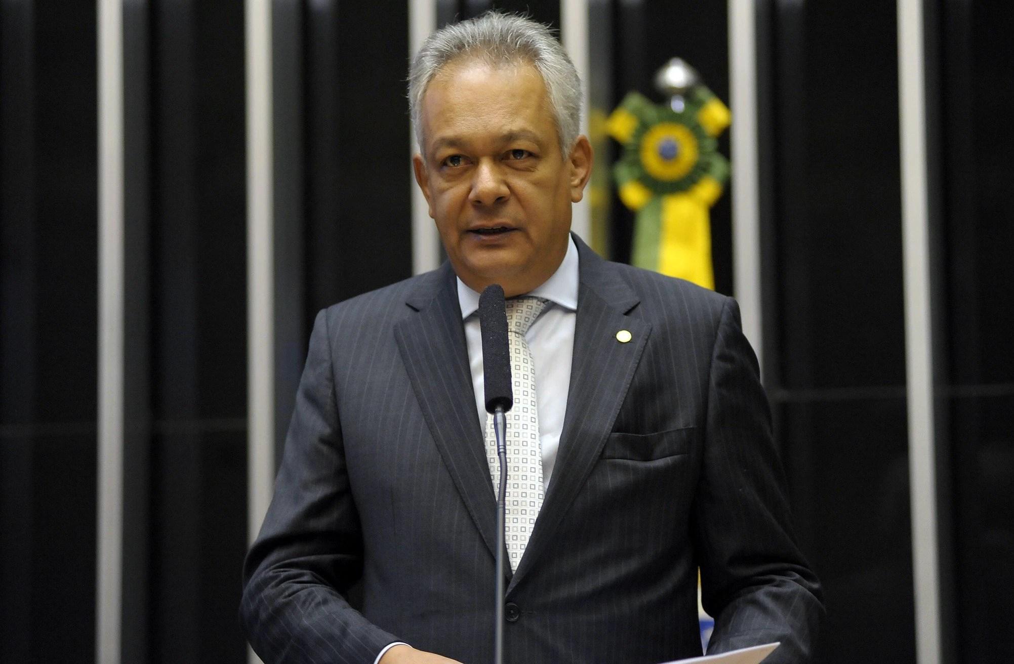O delegado Edson Moreira (PMN-MG), deputado federal, em discurso na Câmara