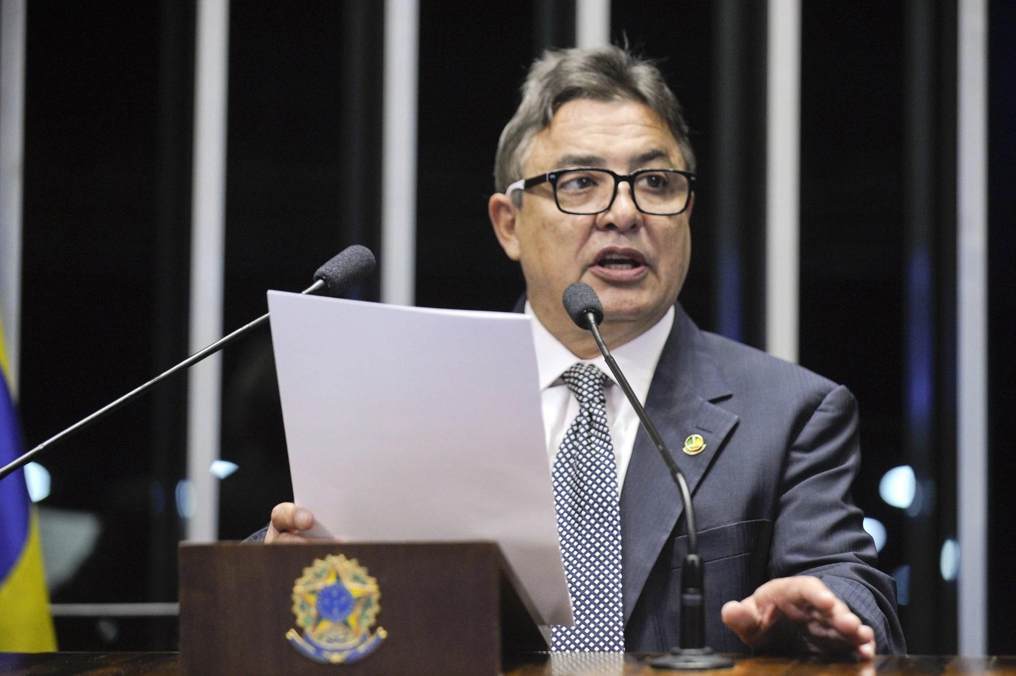 O senador Zeze Perrella (PDT-MG) discursa no plenário.