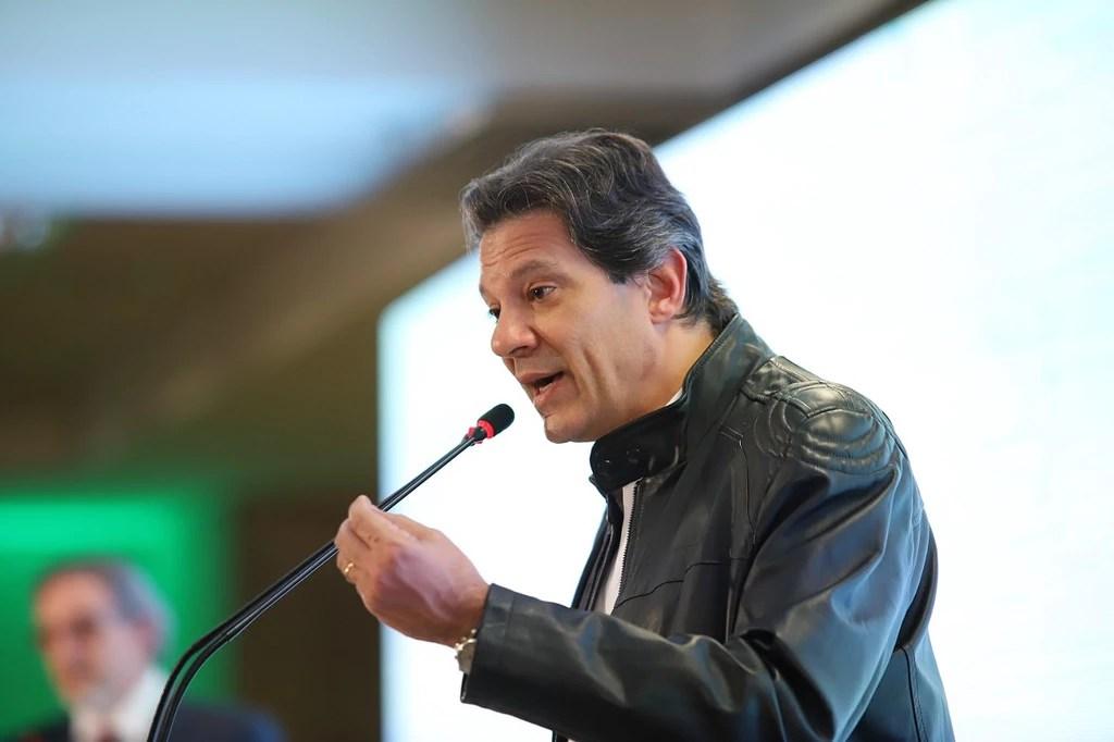 Fernando Haddad (PT) no evento Diálogos da União Nacional de Entidades do Comércio e Serviços (Unecs) com os candidatos à Presidência, em 14 de agosto