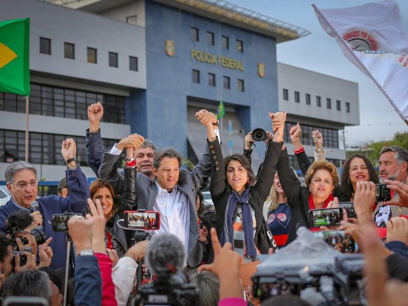 Em ato em Curitiba, Fernando Haddad foi anunciado como candidato à Presidência no lugar do ex-presidente Lula