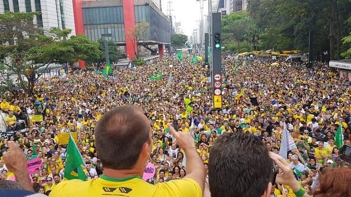Manifestação a favor de Jair Bolsonaro (PSL) na Avenida Paulista no dia 30 de setembro: ato ocupou três quarteirões
